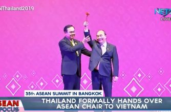 Thai Prime Minister Prayut Chan-o-cha turned over the symbolic gavel of the ASEAN chairmanship to Vietnamese Prime Minster Nguyễn Xuân Phúc.  (Eagle News Service)