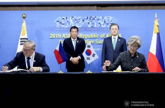 President Rodrigo Roa Duterte and Republic of Korea President Moon Jae-in witness the signing of agreements between Foreign Affairs Secretary Teodoro Locsin Jr. and Foreign Minister Kang Kyung-wha following the successful bilateral meeting at The Westin Chosun Busan Hotel on November 25, 2019. The signing is on the Agreement on Social Security Between the Government of the Republic of Korea and the Government of the Republic of the Philippines. ROBINSON NIÑAL JR./PRESIDENTIAL PHOTO