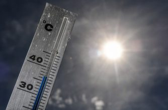 A picture taken on June 24, 2019 shows a thermometer reaching almost 37 degrees Celsius in the French northern city of Godewaersvelde, near Lille. - Up to 40 degrees celsius during the day, 25 at night: France will know this week a heat wave exceptional in its precocity and intensity, warns on June 21, 2019 Meteo-France, saying that the heat waves are multiplying with the global warming. (Photo by PHILIPPE HUGUEN / AFP)