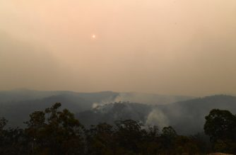 This photo taken on December 7, 2019 shows smoke from the bushfires filling the sky in Mangrove area, some 90-110 kilometres north of Sydney. - Bushfires are common in the country but scientists say this year's season has come earlier and with more intensity due to a prolonged drought and climatic conditions fuelled by global warming. (Photo by SAEED KHAN / AFP)