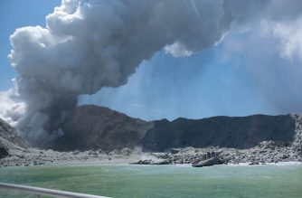 "This handout photograph courtesy of Michael Schade shows the volcano on New Zealand's White Island spewing steam and ash minutes following an eruption on December 9, 2019. - New Zealand police said at least one person was killed and more fatalities were likely, after an island volcano popular with tourists erupted on December 9 leaving dozens stranded. (Photo by Handout / Michael Schade / AFP) / RESTRICTED TO EDITORIAL USE - MANDATORY CREDIT ""AFP PHOTO / MICHAEL SCHADE"" - NO MARKETING NO ADVERTISING CAMPAIGNS - DISTRIBUTED AS A SERVICE TO CLIENTS == NO ARCHIVE"