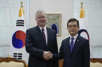 US special representative for North Korea Stephen Biegun (L) shakes hands with with South Korea's vice foreign minister Cho Sei-young (R) at the foreign ministry in Seoul on December 16, 2019. - The top US representative in talks with North Korea slammed Pyongyang's demands as hostile and unnecessary as its end-of-year deadline approaches, but held open the door for fresh negotiations. (Photo by Ed JONES / POOL / AFP)