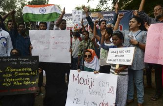 Students and demonstrators hold placards and shout slogans during a protest against India's new citizenship law in Chennai on December 20, 2019. - Fresh clashes between Indian police and demonstrators erupted on December 20 after more than a week of deadly unrest triggered by a citizenship law seen as anti-Muslim. (Photo by Arun SANKAR / AFP)