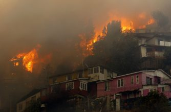 "Houses burn during a forest fire at the Rocuant hill in Valparaiso, Chile, on December 24, 2019. - Some 50 houses were affected by a forest fire Tuesday in Valparaiso, where a red alert was declared. (Photo by RAUL ZAMORA / ATON CHILE / AFP) / Chile OUT / RESTRICTED TO EDITORIAL USE - MANDATORY CREDIT ""AFP PHOTO / ATON / RAUL ZAMORA "" - NO MARKETING NO ADVERTISING CAMPAIGNS - DISTRIBUTED AS A SERVICE TO CLIENTS-CHILE OUT"