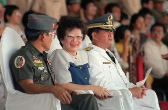 (FILES) In this file photo taken on January 26, 1988 Philippines President Corazon Aquino (C), outgoing armed forces chief General Fidel Ramos (L) and new armed forces chief General Renato de Villa attend the turnover rites on June 26, 1988 at the Philippine military headquarters in Camp Aguinaldo in Manila. - British prime minister Margaret Thatcher granted Corazon Aquino's request for asylum at the height of the uprising that swept her to power in the Philippines, according to newly declassified files released on December 31, 2019. (Photo by Romeo GACAD / AFP)