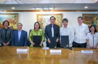 The Department of Agriculture (DA) forged an agreement with the LandBank and Development Bank of the Philippines (DBP) on December 16, 2019 that will disburse the P3-billion Rice Farmer Financial Assistance (RFFA) or unconditional cash transfer to 600,000 rice farmers, whose farm size ranges from one-half hectare to two hectares.  (Photo courtesy DA)