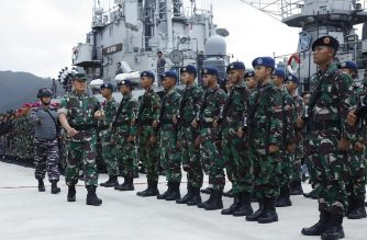 "This handout picture taken and released by the Indonesian Armed Forces (TNI) on January 3, 2020 shows commander of  region 1 of defense territory joint command, rear admiral Yudo Margono (front L) inspecting Indonesian troops at Natuna military base in Riau islands. - Indonesia is stepping up sea and aerial patrols of islands near the disputed South China Sea, an official said on January 4, following a diplomatic spat over ""trespassing"" Chinese vessels. Military aircraft and three warships with some 600 navy, army and air force personnel have been deployed to waters around the Natuna islands, which border the South China Sea. (Photo by Handout / Indonesian Armed Forces (TNI) / AFP) / RESTRICTED TO EDITORIAL USE - MANDATORY CREDIT ""AFP PHOTO / Indonesian Armed Forces (TNI)"" - NO MARKETING NO ADVERTISING CAMPAIGNS - DISTRIBUTED AS A SERVICE TO CLIENTS"