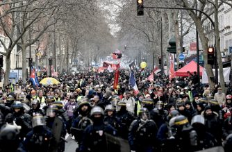 French anti-riot policemen lead the march as protesters demonstrate in Paris, on January 11, 2020, as part as a nationwide multi-sector strike against the French government's pensions overhaul. - France's premier will present new proposals Saturday on the government's hotly-contested pensions overhaul, seeking to appease unions waging a damaging, weeks-long transport strike. The country has been hit by 37 days of crippling train and metro stoppages as unions battle the proposals, one of President Emmanuel Macron's signature reforms. (Photo by LIONEL BONAVENTURE / AFP)