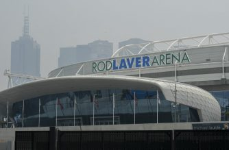 Smoke haze from unprecendented bushfires hover over the Rod Laver Arena ahead of the Australian Open in Melbourne on January 14, 2020. - Soaring pollution halted Australian Open practice and delayed qualifying on January 14 as smoke from raging bushfires hit the build-up to the season's opening Grand Slam. (Photo by William WEST / AFP)