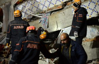 Turkish rescue and police work at the scene of a collapsed building following a 6.8 magnitude earthquake in Elazig, eastern Turkey on January 24, 2020. - A powerful earthquake with a magnitude of 6.8 hit eastern Turkey, killing at least four people, causing buildings to collapse and sending panicked residents rushing into the street. Rescue teams were being sent to the scene of the quake, which had its epicentre in the small lakeside town of Sivrice in the eastern province of Elazig. (Photo by ILYAS AKENGIN / Demiroren News Agency (DHA) / AFP)