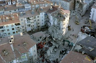 """This handout aerial picture made available by the Humanitarian Relief Foundation shows rescue workers searching for survivors in the rubble of a building after an earthquake in Elazig, Eastern Turkey, on January 25, 2020. - A powerful earthquake has killed at least 21 people and injured more than 1,000 in eastern Turkey, as rescue teams searched through the rubble of collapsed buildings for survivors on Saturday. (Photo by - / Humanitarian Relief Foundation / AFP) / RESTRICTED TO EDITORIAL USE - MANDATORY CREDIT """"AFP PHOTO /  HUMANITARIAN RELIEF FOUNDATION"""" - NO MARKETING - NO ADVERTISING CAMPAIGNS - DISTRIBUTED AS A SERVICE TO CLIENTS"""