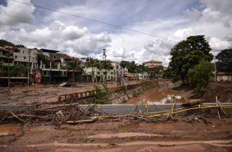 View of the overflowing Das Velhas River in Sabara, Belo Horizonte, Minas Gerais state, Brazil, on January 26, 2020, after heavy rains. - At least 30 people have been killed in two days of intense storms in southeastern Brazil, the Minas Gerais state Civil Defense office said Saturday. Seventeen people are also missing, seven injured, and some 3,500 have been forced out of their homes following a series of landslides and building collapses. (Photo by DOUGLAS MAGNO / AFP)