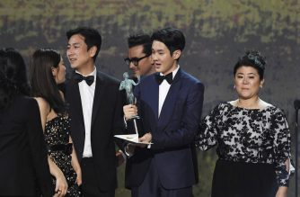 LOS ANGELES, CALIFORNIA - JANUARY 19: (L-R) Cho Yeo-jeong, Choi Woo-shik, Lee Sun Gyun, and Chang Hyae-jin accept Outstanding Performance by a Cast in a Motion Picture for 'Parasite' onstage during the 26th Annual Screen Actors Guild Awards at The Shrine Auditorium on January 19, 2020 in Los Angeles, California. 721359   Kevork Djansezian/Getty Images for Turner/AFP