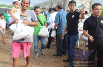 The Iglesia Ni Cristo continued its Lingap sa Mamamayan for victims of Taal Volcano's eruption on Monday, Jan. 20, 2020. The relief distribution is set for today alone in 38 sites in Batangas and Cavite.  Pictured here is the ongoing relief distribution in Bgy. Cawongan in Padre Garcia, Batangas. (Eagle News Service)