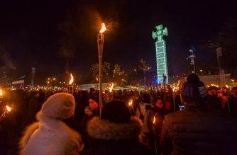 """People crowd the Freedom Square during a torchlight march marking independence day organised by the governing far-right party """"Conservative People's Party of Estonia"""" (EKRE) on February 24, 2020 in Tallinn. (Photo by Ivo Panasyuk / AFP)"""
