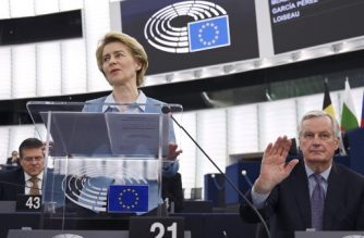 European Commission President Ursula von der Leyen speaks flanked by EU chief Brexit negotiator Michel Barnier during a debate on an ambitious new EU-UK partnership following Brexit, at the European Parliament in Strasbourg, eastern France, on February 11, 2020. (Photo by FREDERICK FLORIN / AFP)