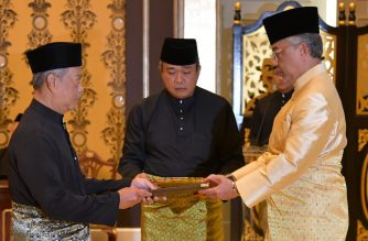 "This handout from Malaysia's Department of Information taken and released on March 1, 2020 shows Malaysia's incoming Prime Minister Muhyiddin Yassin (L) receiving documents from King Sultan Abdullah Sultan Ahmad Shah (R) before taking the oath as the country's new leader at the National Palace in Kuala Lumpur. (Photo by Maszuandi Adnan / Malaysia's Department of Information / AFP) / -----EDITORS NOTE --- RESTRICTED TO EDITORIAL USE - MANDATORY CREDIT ""AFP PHOTO / MALAYSIA'S DEPARTMENT OF INFORMATION / MASZUANDI ADNAN "" - NO MARKETING - NO ADVERTISING CAMPAIGNS - DISTRIBUTED AS A SERVICE TO CLIENTS"