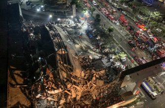 Rescuers search for survivors in the rubble of a collapsed hotel in Quanzhou, in China's eastern Fujian province on March 7, 2020. - Around 70 people were trapped after the Xinjia Hotel collapsed on March 7 evening, officials said. (Photo by STR / AFP) / China OUT