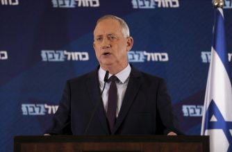 Leader of Israel's Blue and White electoral alliance Benny Gantz delivers a statement in the central Israeli city of Ramat Gan, on March 7, 2020. (Photo by Ahmad GHARABLI / AFP)