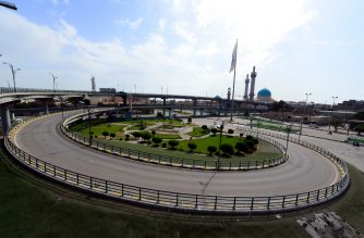 A normally busy roundabout is deserted in the central Iraqi city of Najaf, during a curfew that was imposed by the authorities seeking to stem an outbreak of the coronavirus COVID-19 pandemic, on March 21, 2020. - Iraqis have expressed fear over the impact of a large outbreak in the country, as years of conflict and poor investment have ravaged the country's health system. (Photo by Haidar HAMDANI / AFP)