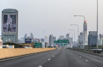 A view of an empty highway in Bangkok on March 22, 2020. - Thailand's confirmed coronavirus cases rose by a third to nearly 600, the kingdom announced on March 22, as fears of a full-blown crisis take hold in a country largely spared until now. Virtually all public spaces in Bangkok have been shuttered, from shopping malls and beauty parlours to golf courses and swimming pools with transport links slowly severed. (Photo by Mladen ANTONOV / AFP)