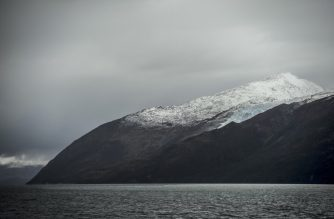 """View of the Francia glacier to the northeast of the Beagle Channel, along the 230-km """"glaciers route"""" in the Magallanes y Antartica Chilena region in southern Chile, on April 21, 2017. - The 30-hour boat ride takes tourists along the glacier watching route, from the city of Punta Arenas to Puerto Williams, the world's southernmost city. (Photo by MARTIN BERNETTI / AFP)"""