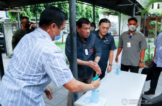 President Rodrigo Duterte sanitizes his hands before holding a meeting with some members of his Cabinet to discuss updates on the coronavirus disease (COVID-19) at the Presidential Security Group (PSG) Compound in Malacañang Park on March 24, 2020. PRESIDENTIAL PHOTO