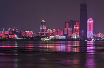A picture taken on March 31, 2020 shows a general view of the Yangtze River and buildings in the city in Wuhan, in China's central Hubei province. - Wuhan, the central Chinese city where the novel coronavirus (Covid-19) first emerged last year, partly reopened on March 28 after more than two months of near total isolation for its population of 11 million. (Photo by Hector RETAMAL / AFP)