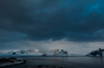 """This handout picture taken on April 22, 2020 by Yevgen Prokopchuk, a member of the 25th Ukrainian Antarctic Expedition, shows the landscape near the Akademik Vernadsky research base on Galindez Island in the Antarctic. (Photo by Yevgen Prokopchuk / 25th Ukrainian Antarctic Expedition / AFP) / RESTRICTED TO EDITORIAL USE - MANDATORY CREDIT """"AFP PHOTO / 25th Ukrainian Antarctic Expedition / Yevgen Prokopchuk """" - NO MARKETING - NO ADVERTISING CAMPAIGNS - DISTRIBUTED AS A SERVICE TO CLIENTS"""