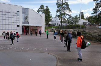 Pupils keep social distances before entering Eestinkallio primary school, as it re-opens after the lockdown due to the new coronavirus pandemic on May 14, 2020 in Espoo, Finland. - Finnish schoolchildren began returning to class after eight weeks of coronavirus lockdown despite warnings from the teacher's union it may not be totally safe for its staff or the children. The reopenings see pupils back at school for just over two weeks before the summer holidays begin in early June, with strict social distancing rules in place. (Photo by ALESSANDRO RAMPAZZO / AFP)