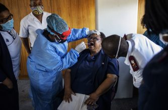 Doctors Without Borders (MSF) nurse Bhelekazi Mdlalose (3rd L), 51, illustrates how to perform a swab test on a nurse participating in a COVID-19 coronavirus training course for nurses at the City of Joburg Civic Centre in Roodeport, Johannesburg, on May 13, 2020. - Bhelekazi Mdlalose, who is employed by Doctors Without Borders (MSF), left her family and usual job in the mountain town of Rustenberg in March 2020 to support community work in Johannesburg. (Photo by Michele Spatari / AFP)