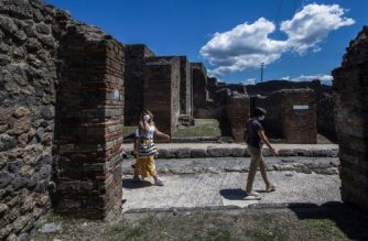 People visit the archeological site of Pompeii on May 26, 2020, as the country eases its lockdown aimed at curbing the spread of the COVID-19 infection, caused by the novel coronavirus. - Italy's world-famous archeological site Pompeii reopened to the public on May 26,bBut with foreign tourists still prohibited from travel to Italy until June, the site that attracted just under 4 million visitors in 2019 is hoping that for now, Italian tourists can make up at least a fraction of the difference. (Photo by Tiziana FABI / AFP)