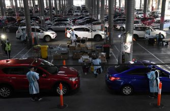 Medical workers staff a drive-through COVID-19 testing site located in a shopping centre carpark in Melbourne on June 23, 2020. - Australians were warned on June 22 to avoid travelling to Melbourne, as the country's second biggest city tightened coronavirus restrictions amid fears of a second wave of the epidemic. (Photo by William WEST / AFP)