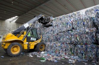 A crane lifts plastics for recycling at a waste treatment plant in Palma de Mallorca on January 17, 2013. AFP PHOTO / Jaime REINA (Photo by Jaime Reina / AFP)