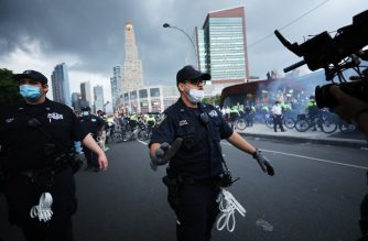 NEW YORK, NEW YORK - MAY 29: Police confront protesters in front of the Barclay's Center in Brooklyn on May 29, 2020 in New York City. Minneapolis Police officer Derek Chauvin was filmed kneeling on George Floyd's neck. Floyd was later pronounced dead at a local hospital. Across the country, protests against Floyd's death have set off days and nights of rage as its the most recent in a series of deaths of black Americans by the police.  Spencer Platt/Getty Images/AFP