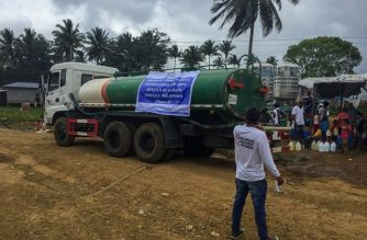 USAID partners deliver water supplies daily to 1,000 IDPs in Marawi transitory sites.  The US government will provide additional P201 million COVID-19 aid to assist communities in Mindanao, the US Embassy announced on Friday, June 5. (Courtesy: US Embassy in the Philippines).