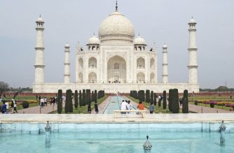 A low number of tourists are seen at Taj Mahal amid concerns over the spread of the COVID-19 novel coronavirus, in Agra on March 16, 2020. (Photo by Pawan Sharma / AFP)