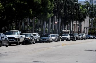 "People line up in their cars at a ""walk-in"" and ""drive-through"" coronavirus testing site in Miami Beach, Florida on June 24, 2020. - With coronavirus cases surging across the US South and West, officials are once again imposing tough measures, from stay-at-home advice in worst-hit states to quarantines to protect recovering areas like New York. Nearly four months after the United States reported its first death from COVID-19, the nation faces a deepening health crisis as a wave of infections hits young Americans and experts issue new acute warnings. (Photo by CHANDAN KHANNA / AFP)"