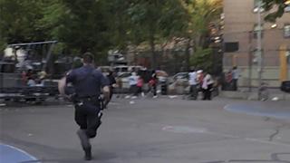 未公開シーン「警察出動」