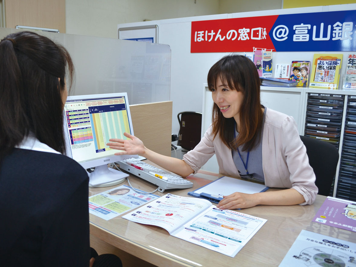 富山銀行_カウンター