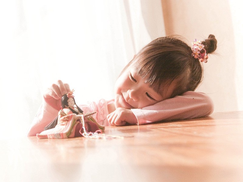 石崎家具_雛人形と女の子