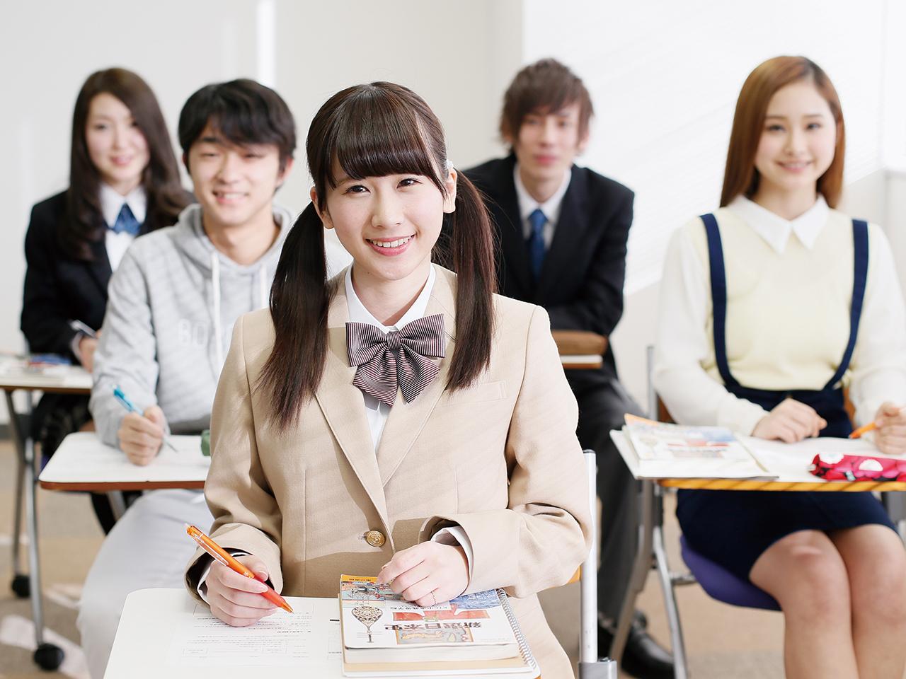 先生と生徒の距離が近いので、明るく親しみやすい雰囲気がある。
