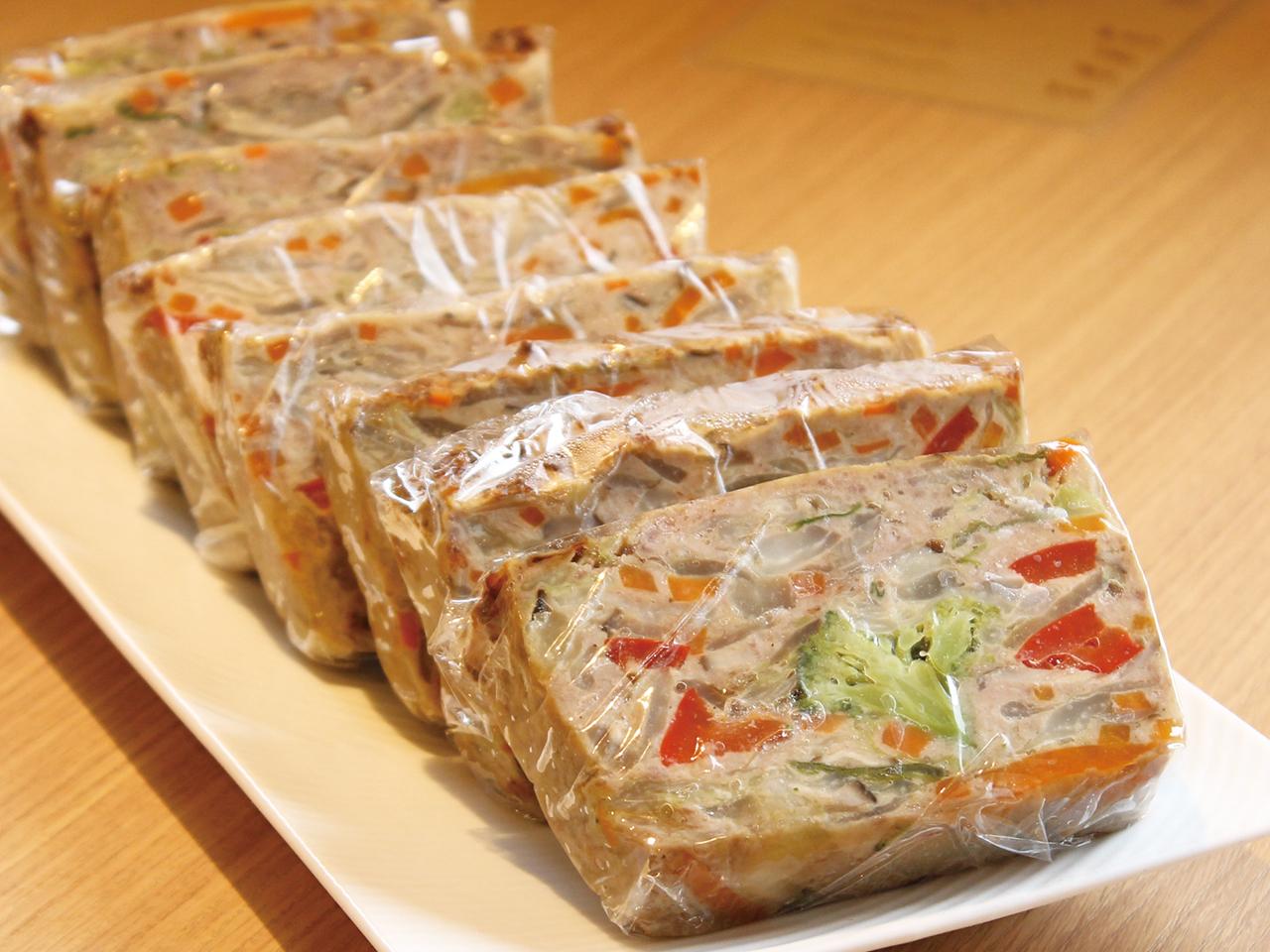 「野菜のミートローフ」は、8割が7種類の野菜で作られているという、旨みと栄養がぎゅっと詰まった人気の一品。野菜不足が気になる人にもおすすめ。