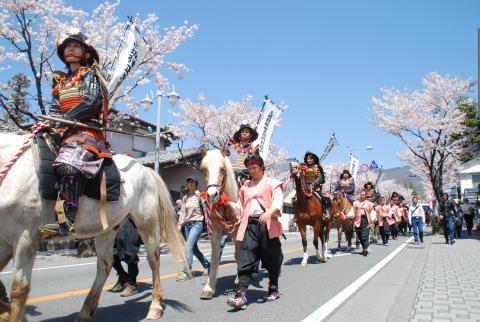 武田24将騎馬行列の画像