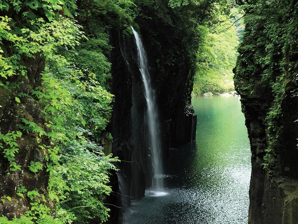 自然の神秘を感じる景勝地へ