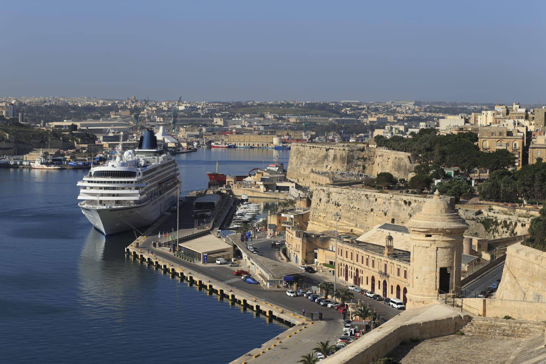 マルタ島の城塞都市バレッタを歩...