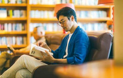 ライブラリーで読書