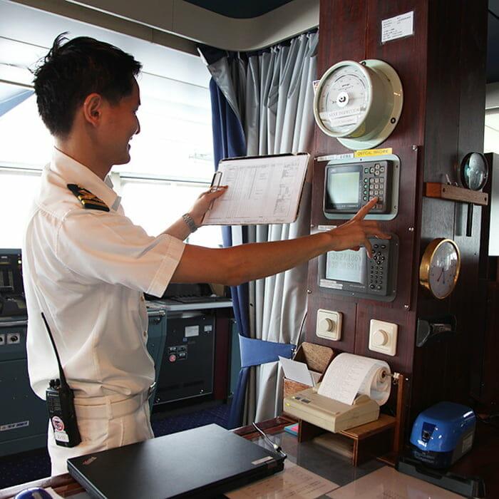<飛鳥Ⅱ> 二等航海士 金子 俊介