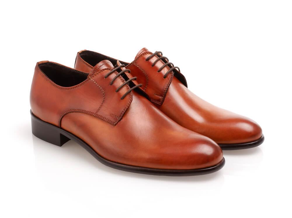 ブラウンの革靴