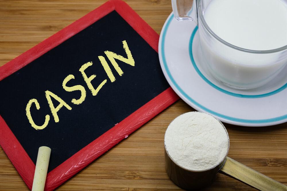 テーブルの上のカゼインプロテイン